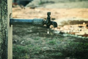 Leaky outdoor tap - Image courtesy of Vinoth Chandar via Flickr Creative Commons