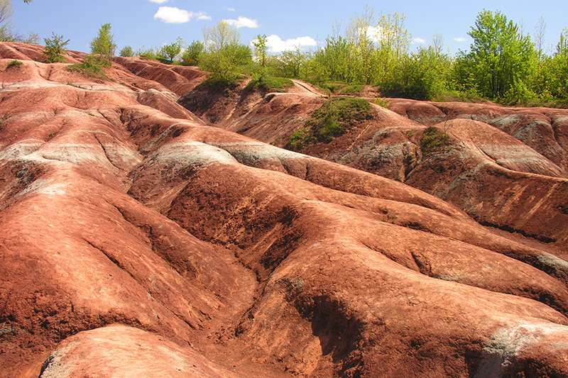 Red hilly, rocky terrain of the Badlands.