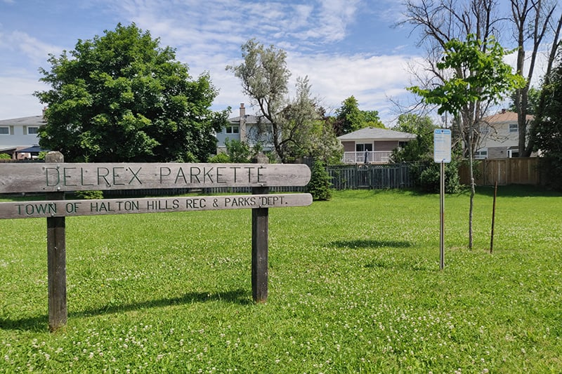 Park sign on grassy area